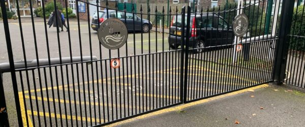 School gates with stainless steel logo Center plaque -2